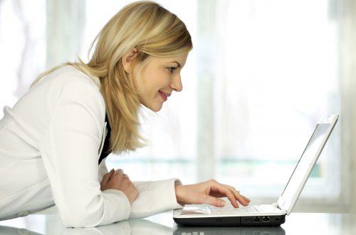 darbas internetu